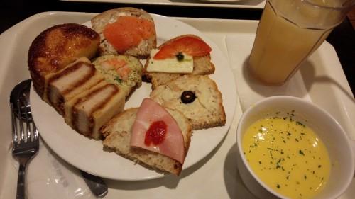 DSC 2807 500x281 【京都でパン食べ放題】サンドッグイン京都マルイ【安いコスパ良】