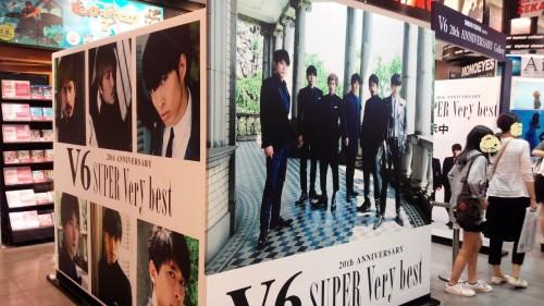 DSC 3178 500x281 【V6】渋谷のTSUTAYAにてTimeless衣装展示