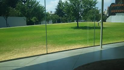 DSC 0588 21世紀美術館でプール気分?駐車場代だけでも充分楽しめる♪
