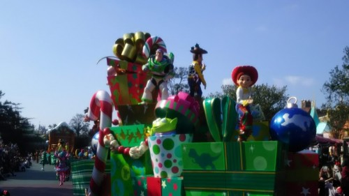 DSC 7304 500x281 ディズニークリスマス初日にパレードを見ました!待ち時間など